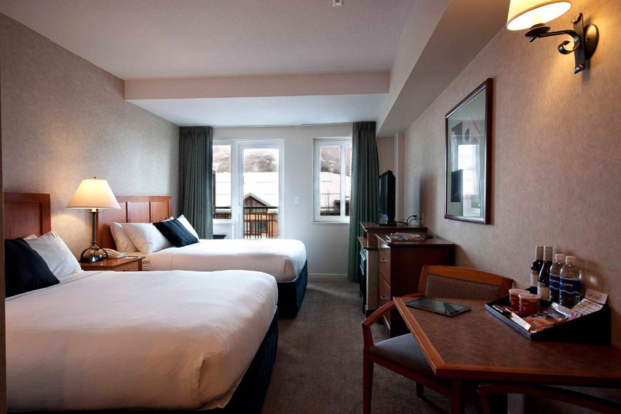 Summit lodge and spa boutique hotel in whistler for Boutique hotel ski
